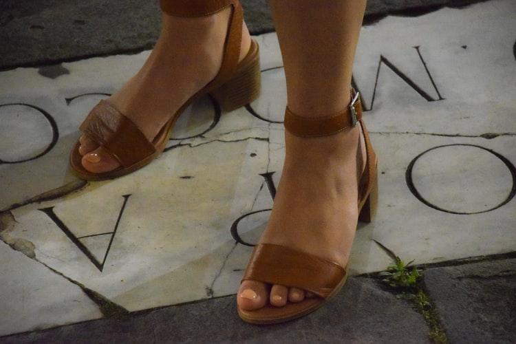 sandália nude